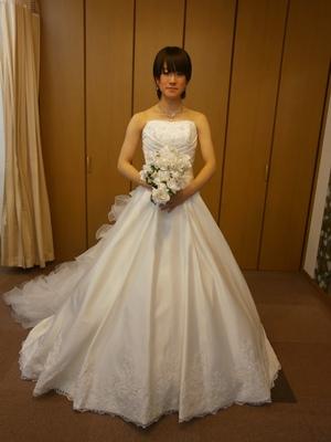 こちらのドレスは、犬山店・名古屋店・岐阜店、3店舗でのお取扱いとなります(^^♪